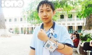 Nam sinh lớp 8 sáng tạo vòng đeo tay chống cận thị