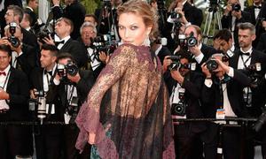 'Thiên thần nội y' mặc đồ tốn vải, rối mắt tới Cannes