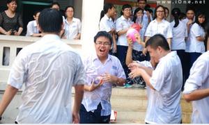 Teens 12 Lê Hồng Phong ướt nhẹp vì 'đại chiến' bóng nước