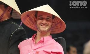 Nick Vujicic trở lại Việt Nam trong đêm mưa tầm tã