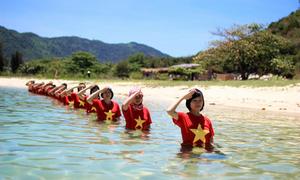 Bộ ảnh đẹp lung linh về tình yêu biển Đông của phượt thủ Việt