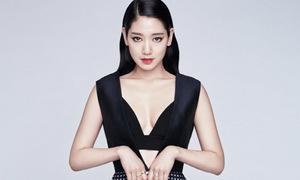 Park Shin Hye diện váy trễ nải khoe ngực đầy
