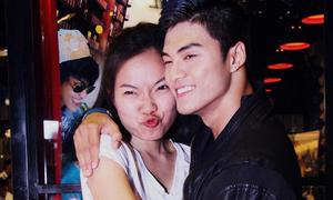 Vợ Lâm Vinh Hải chu môi tình cảm bên chồng