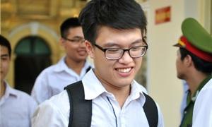 Sĩ tử thở phào thi xong tốt nghiệp với môn Sinh