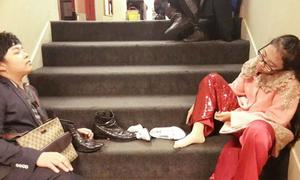 Facebook sao 9/6: Phương Mỹ Chi tháo giày, bơ phờ vì diễn hăng