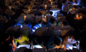 Loạt ảnh kinh hoàng mùa thi đại học chỉ có ở Trung Quốc