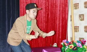Don Nguyễn trổ tài biểu diễn ảo thuật