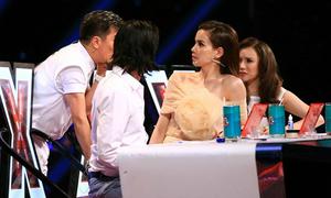 Giám khảo X-Factor phá lệ chọn 7 nhóm nhạc