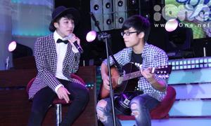 Clip: Sơn Tùng và em trai hát 'Cơn mưa ngang qua'