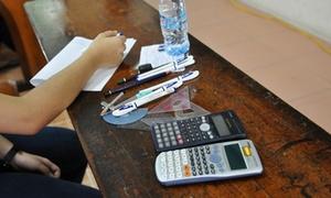 Hàng loạt thí sinh trường cảnh sát mang tài liệu vào phòng thi