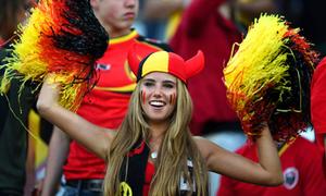 Nữ CĐV tóc vàng thành người mẫu nhờ World Cup