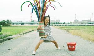 Cô bé Nhật đáng yêu quậy tưng trong loạt ảnh bố chụp