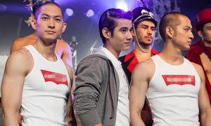 Hot boy 'Tình người duyên ma' đọ dáng bên 3 anh em gốc Việt