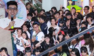 Fans rồng rắn xếp hàng để được Jun 365 ký tặng sách
