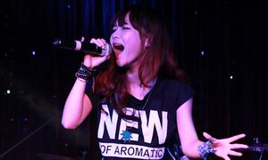 Hường Hana khoe giọng trong đêm nhạc từ thiện