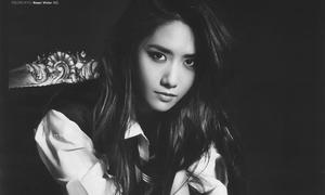 Yoon Ah nam tính, khoe cơ bụng hoàn hảo trên tạp chí