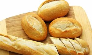 Sinh viên đi siêu thị chỉ để mua bánh mì