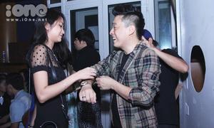 Lam Trường và vợ 9x hối hả đến sát giờ diễn 'Voice nhí'