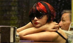 Bạn gái Brooklyn Beckham rũ sạch ngoan hiền trong phim mới