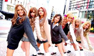 3 giả thuyết cho việc nữ sinh Nhật mặc váy siêu ngắn