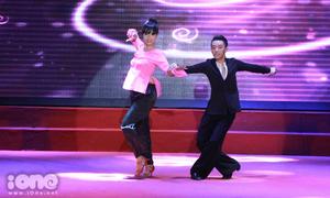 Nữ sinh diện áo bà ba nhảy dancesport cực sung