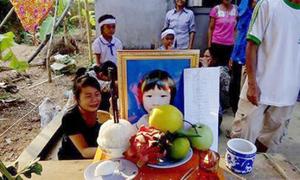 Quá đói, bé gái lớp 3 chết khi đi học về