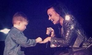 Demi Lovato nhận lời cầu hôn của fan nhí 5 tuổi
