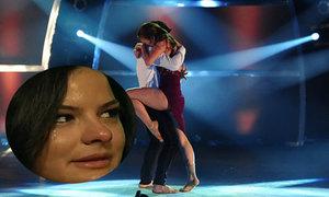 Vũ công nhảy cuồng nhiệt khiến ngôi sao 'Glee' bật khóc