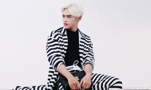 'Hot boy tóc bạch kim' biến tấu họa tiết kẻ ngày thu