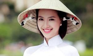 Thí sinh hot nhất Hoa hậu Việt Nam bỏ thi vì bị tố sửa mũi