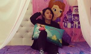 Sao Hàn 28/11: Hee Chul khoe giường công chúa đầy nữ tính