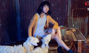 Quỳnh Châu Next Top bị cừu cắn vẫn nhịn đau chụp hình