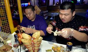 Nhà hàng miễn phí đồ ăn cho nam thừa cân, nữ thiếu cân