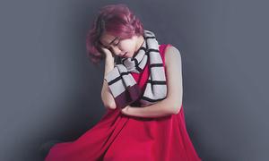 Hòa Minzy nhiều lần bật khóc trong phòng thu