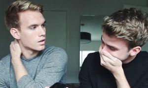 Cặp song sinh thú nhận là gay, nghẹn ngào trước phản hồi từ bố