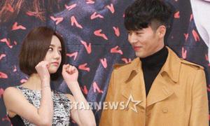 Hyun Bin cực bảnh, cười hạnh phúc bên sao nữ