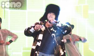 Sơn Tùng M-TP đội mũ lông che kín mặt khoe hit mới