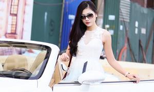 Top 5 HHVN Kiều Anh dạo phố trên xe mui trần 8 tỷ