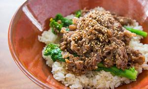 Món ngon cuối tuần: Cơm trộn bò đảo vừng thơm lừng góc bếp