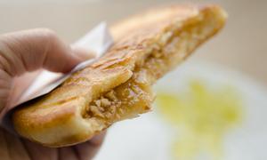 Món ngon cuối tuần: Đánh chén bánh ngô nhân lạc lạ miệng