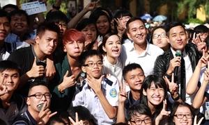 Teen Sài thành tấp nập event cộp mác 'trường tui' giáp Tết