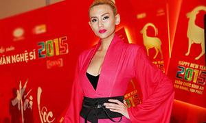 Hot or not: Hoàng Yến diện mốt geisha lòe loẹt