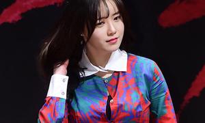 Goo Hye Sun bị chê bai vì mặc áo chật đến bung cúc