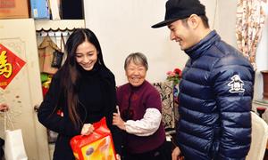 Huỳnh Hiểu Minh và Angelababy giản dị đi làm từ thiện đầu năm