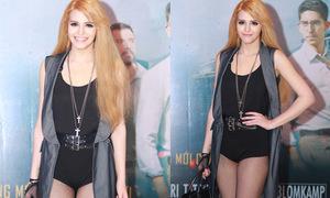 Hot or not: Andrea gây choáng với quần ngắn cũn