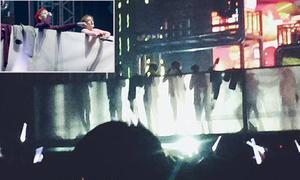EXO thay đồ trên sân khấu, Kai và Tao bị thương