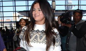 Selena Gomez xuống sắc vì béo, tung MV sexy cùng bạn trai