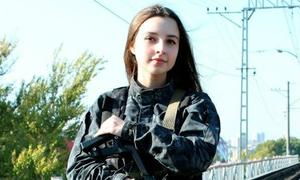 Cô gái Nga xinh như thiên thần mê game cảm giác mạnh