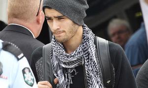 Thành viên One Direction bỏ tour diễn vì scandal phản bội bạn gái