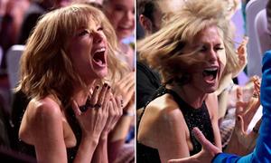 Taylor Swift bày trò, giả vờ hóa fan cuồng